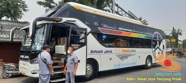 Tarif Bus Suites Class Sinar Jaya tujuan Jakarta - Madura (3)