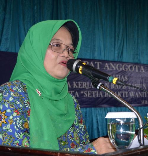 Ibu Indri Soerjani, Ketua I Kopwan SBW di Rapat Anggota