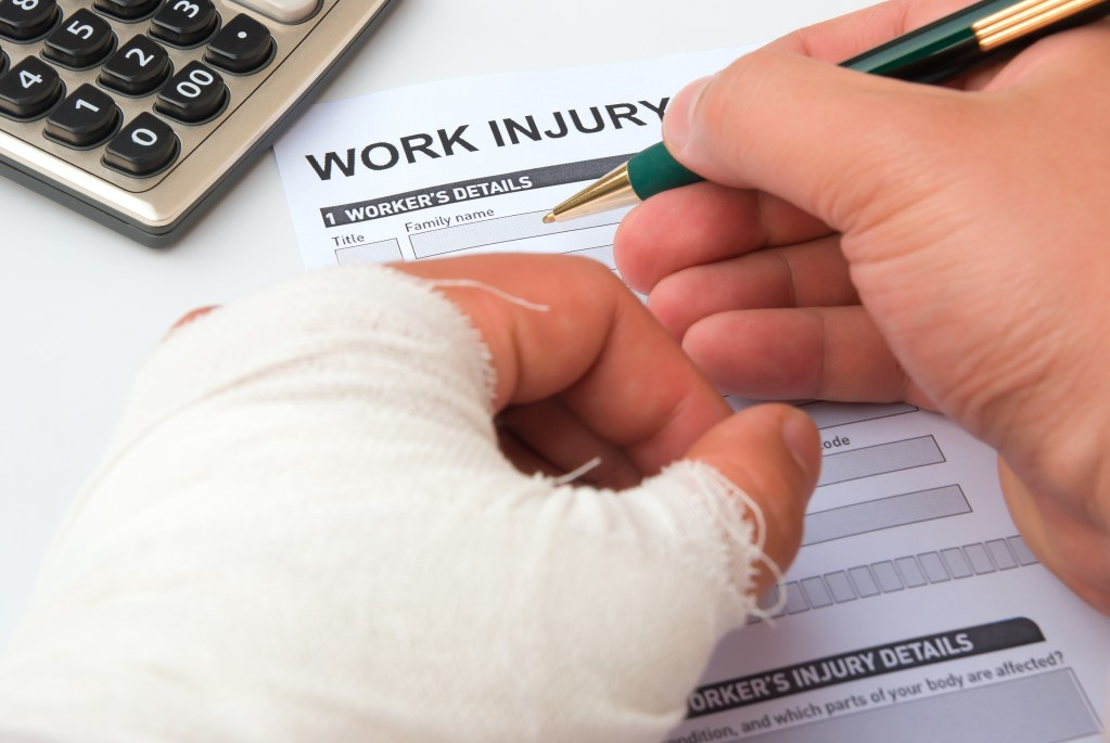 employee-filling-out-work-injury-form