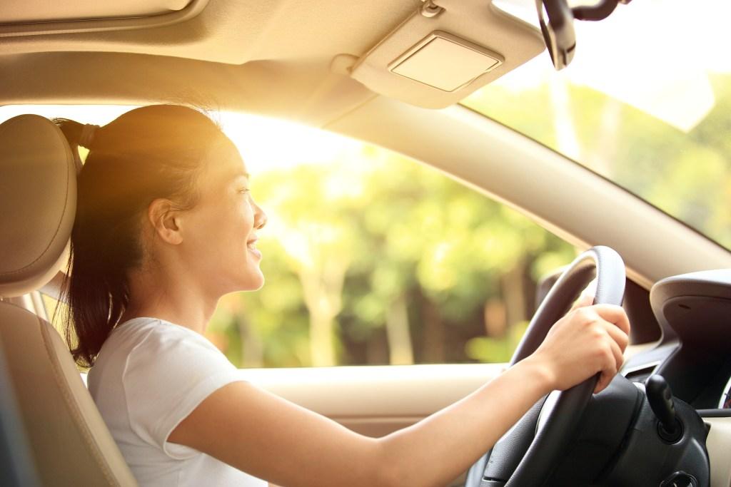 woman-driving-daytime