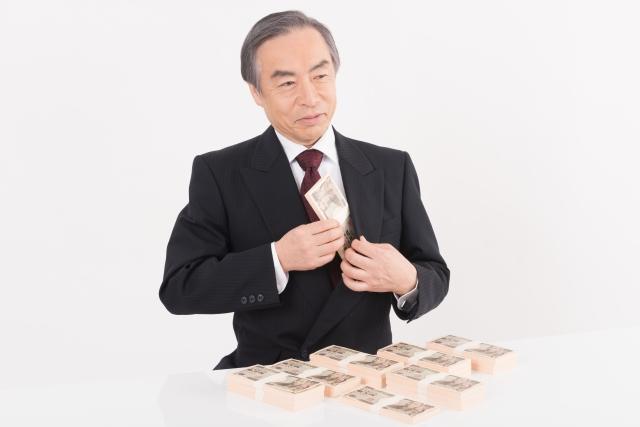 胸元に退職金をねじ込む社長