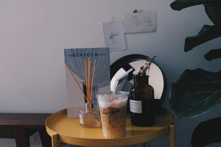 Slowhands.cafe' ติดฝน นั่งคิดถึงเธอ