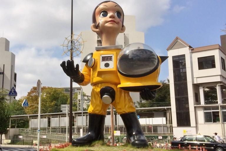 阪急電鉄南茨木駅前に、東日本大震災再生復興のモニュメント「Sun Child(サン・チャイルド)」が立っています!