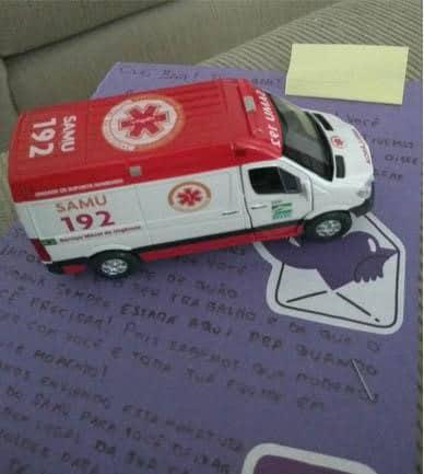 enfermeira ganha ambulância