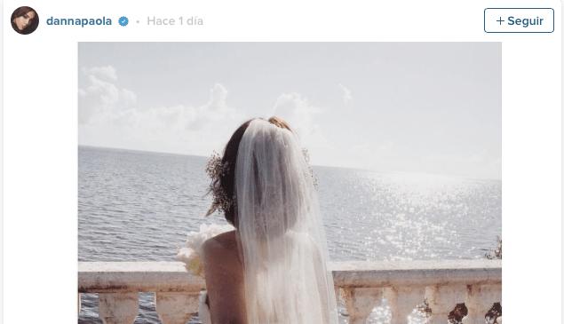 Danna Paola presuma boda a la orilla del mar