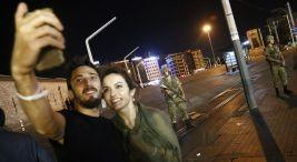 Tayyip-Erdogan-Taksim-Estambul-Turquia_LNCIMA20160715_0161_5