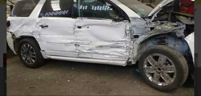 Presidente municipal choca y abandona su auto