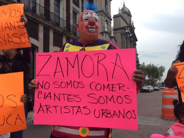 ¡No más payasadas! …Le dicen payasos a Fernando Zamora