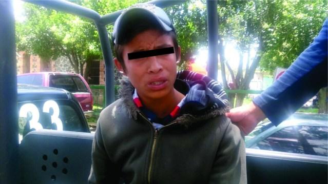 Detienen a adolescente que robo una combi del transporte público