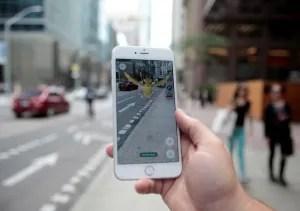 En la imagen, un Pokemon en un móvil con la aplicación Pokemon Go en Toronto, el 11 de julio de 2016. El último gran éxito de Nintendo, Pokemon GO, probablemente enfrente problemas en Corea del Sur, donde la función de mapas de Google está restringida por cuestiones de seguridad con Corea del Norte, aunque algunos seguidores están listos para acudir a zonas remotas donde puedan jugar. REUTERS/Chris Helgren