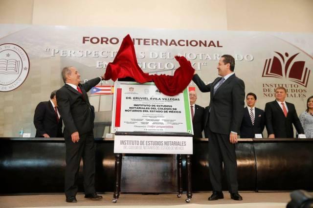 Notarios contribuyen a dar certeza jurídica a mexiquenses: Eruviel Ávila