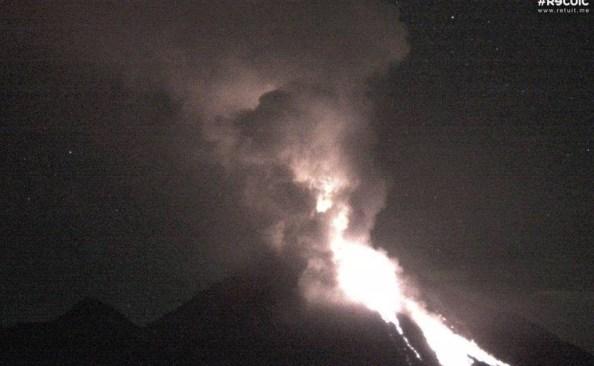 Preparan evacuación por actividad del volcán de Colima
