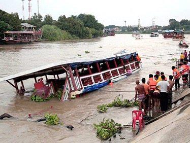 Naufragio en Tailandia deja al menos 13 muertos