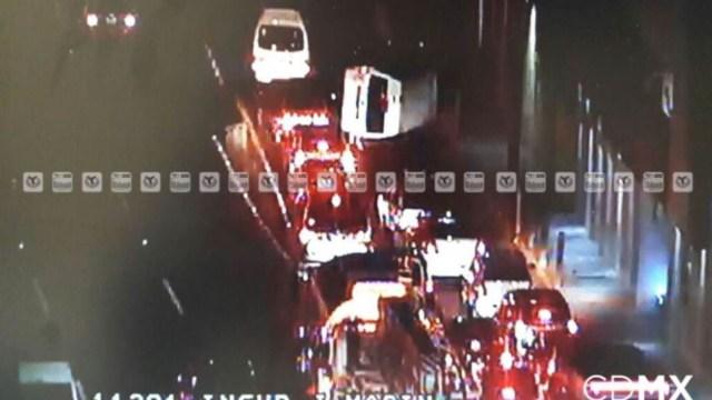 Volcadura colapsa el tránsito en la México-Pachuca