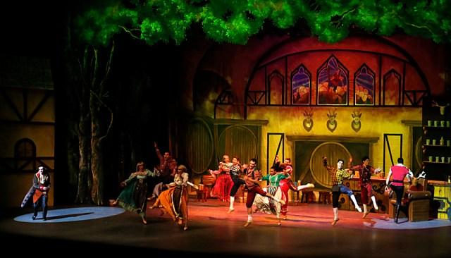 Inunda magia de La Bella y la Bestia el Teatro Morelos de Toluca