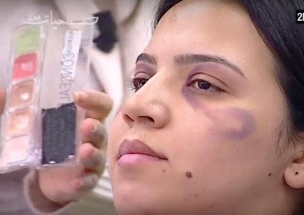 Un canal explicó a las mujeres cómo maquillarse los golpes