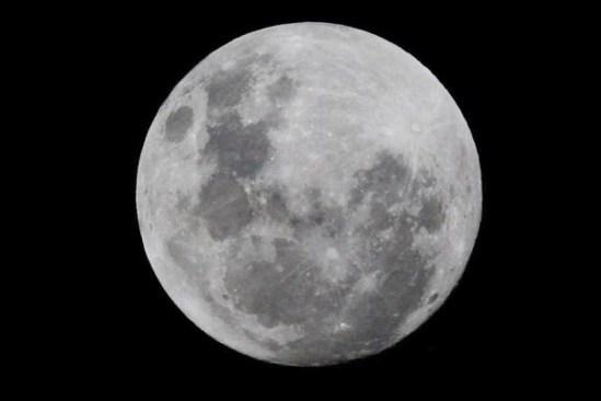 La madrugada del lunes se podrá observar la súper luna