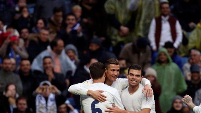 El Real Madrid gana bajo la lluvia con un doblete de Ronaldo