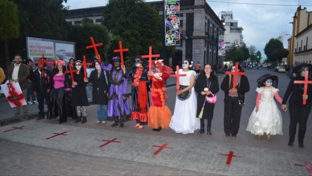 Protestan perredistas por feminicidios; más de 200 en lo que va del año