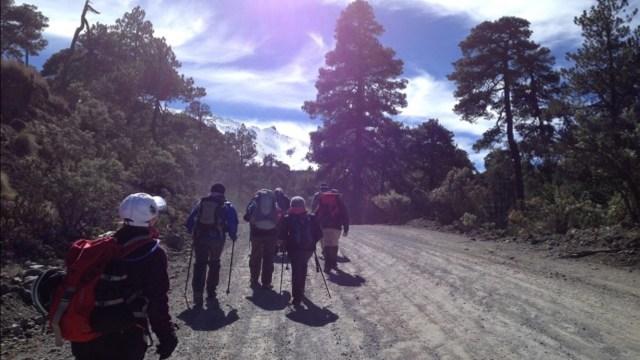 Rescatan a 11 excursionistas perdidos en el Xinantécatl