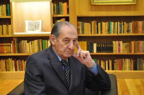 Eduardo Lizalde obtiene premio Carlos Fuentes