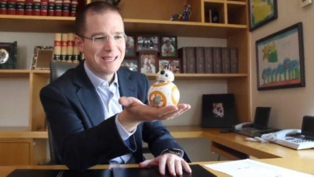 Se burlan de Anaya en redes por video con BB-8
