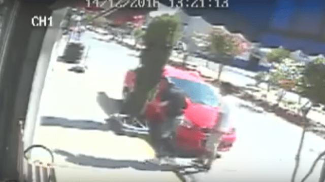 Sujetos en motoneta roban a una muchacha y nadie le ayuda en Ecatepec