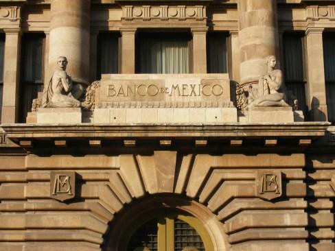 Banxico decidió de forma unánime elevar la tasa de interés
