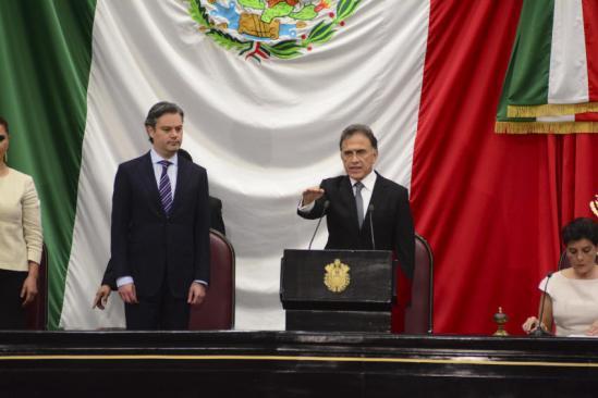 Yunes toma protesta y anuncia 1,200 mdp recuperados a Duarte