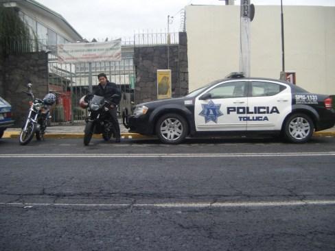 Atropellan a estudiante en Toluca y se da a la fuga