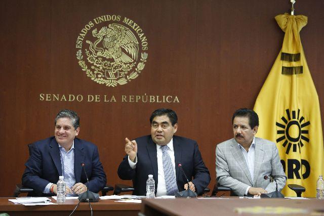 """""""Nos equivocamos al aprobar la liberación del precio de gasolinas"""", reconoce el PRD en el Senado"""