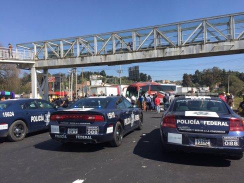 Bloquean cuatro carreteras del Edomex por gasolina