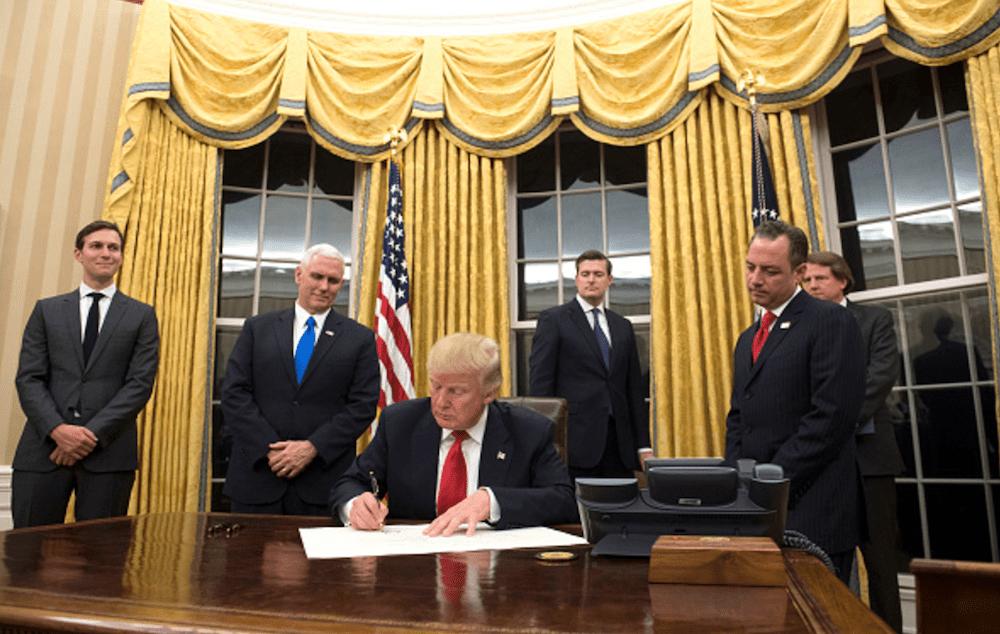 Trump amenaza oficialmente a México y Canada con salirse del TLC