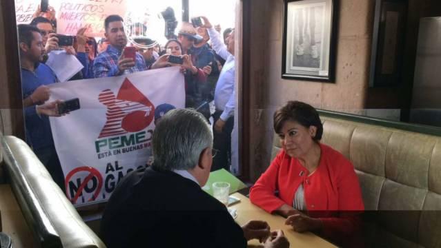 Se manifiestas ciudadanos contra alcaldesa en pleno restaurante en Zacatecas