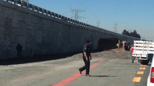 Vuelca camión de carga en la México-Toluca