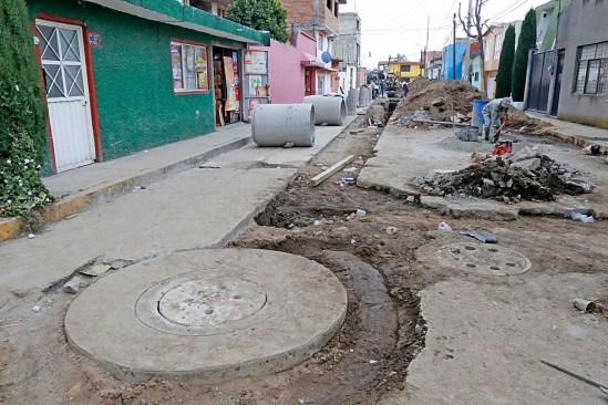 Sustituye gobierno de Toluca gastado sistema de drenaje en la Moderna de la Cruz