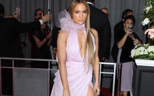 Jennifer Lopez proclama su amor hacia Drake en los Grammy