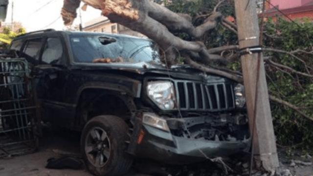 Atropella a delincuentes para evitar robo de su camioneta en Edomex