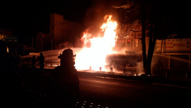 Colabora Toluca para sofocar incendio de pipa en Paseo Tollocan