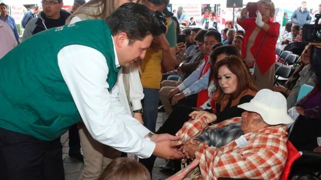 En Metepec entrega beneficiencia pública 534 apoyos funcionales
