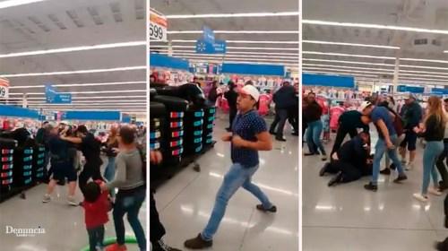 Padres y policias se enfrentan el Walmart