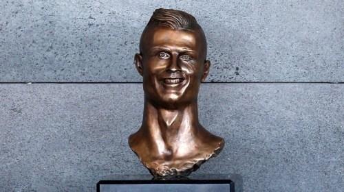 Busto de Cristiano Ronald causa burlas en Internet