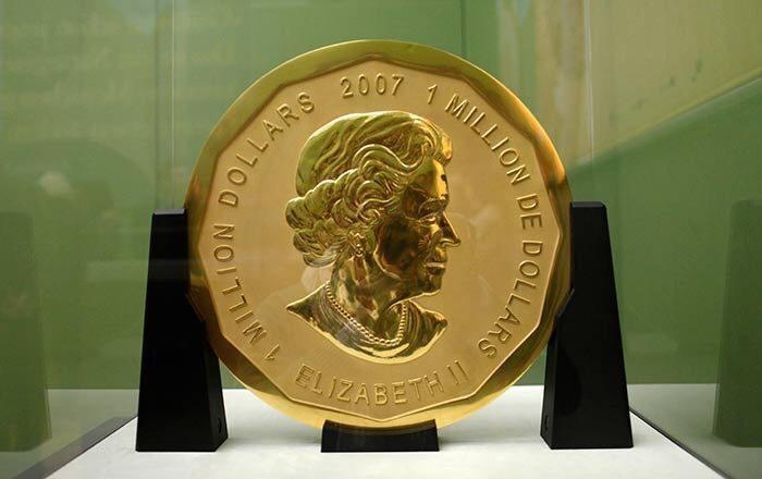 Roban de museo moneda de 100 kilos de oro