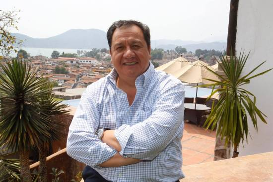 A consulta ciudadana la permanencia en el cargo de gobernador propone Oscar González