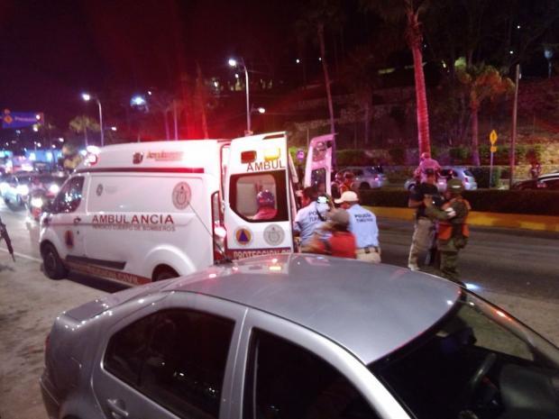 Comando armado ataca a grupo de turistas en Acapulco