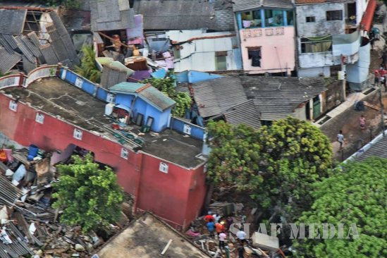 Al menos 16 personas mueren sepultadas por toneladas de basura en Sri Lanka