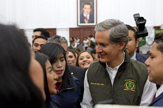 Alfredo Del Mazo ofrece oportunidades laborales para los jóvenes
