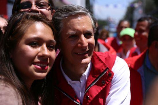 Alfredo Del Mazo promete mejor educación y escuelas para los jóvenes
