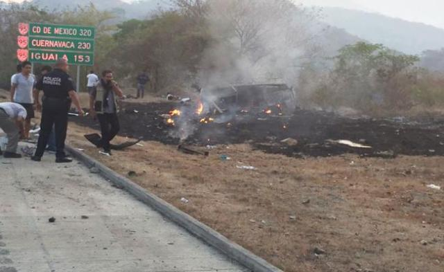 En Acapulco choca Trailer contra combi