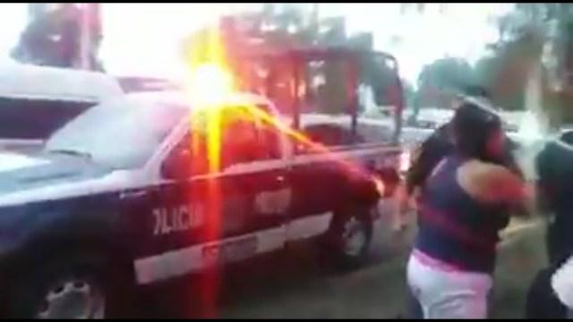 Policías golpean a familia que no se dejó extorsionar